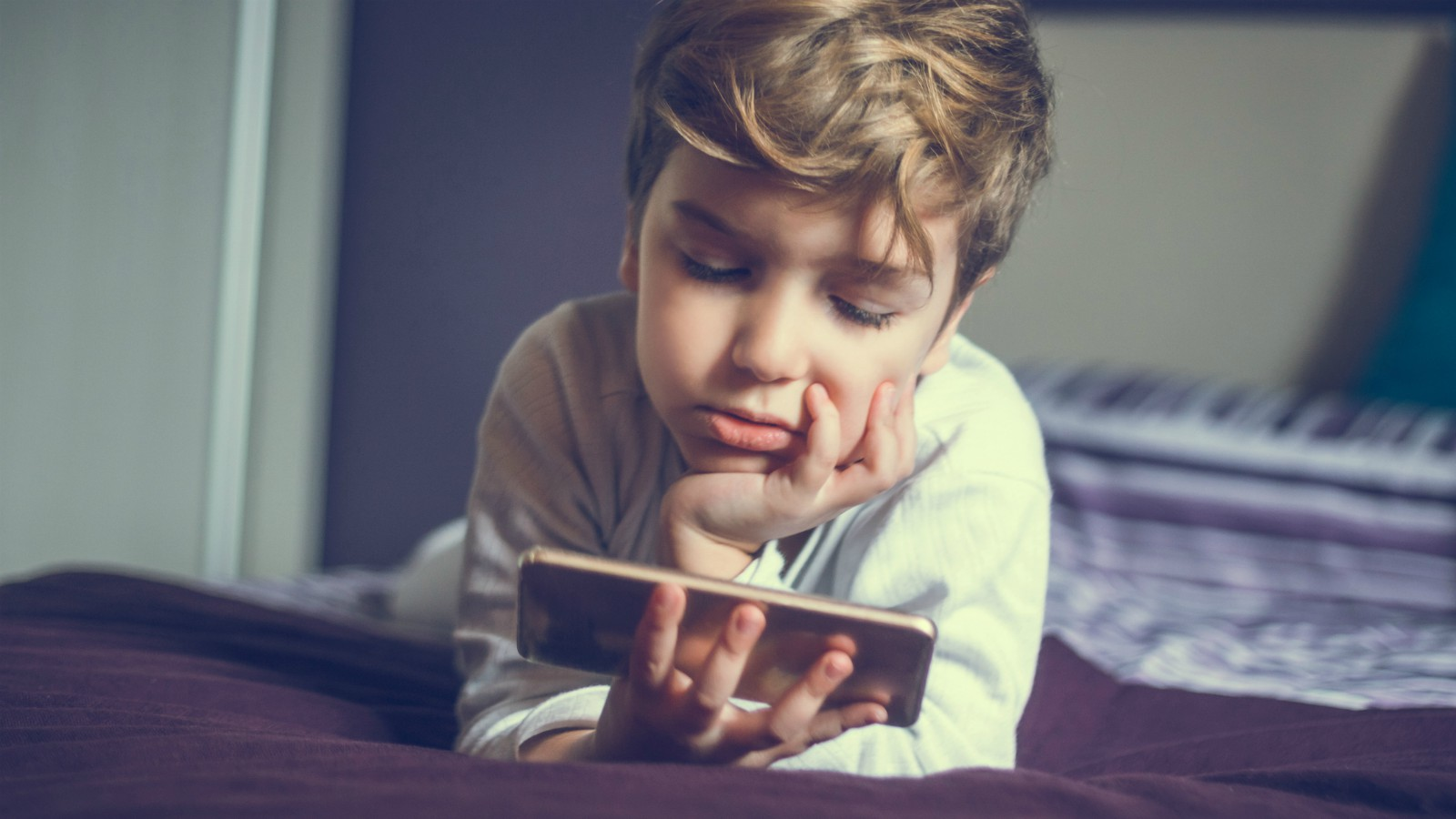 Bambini dipendenti da Internet