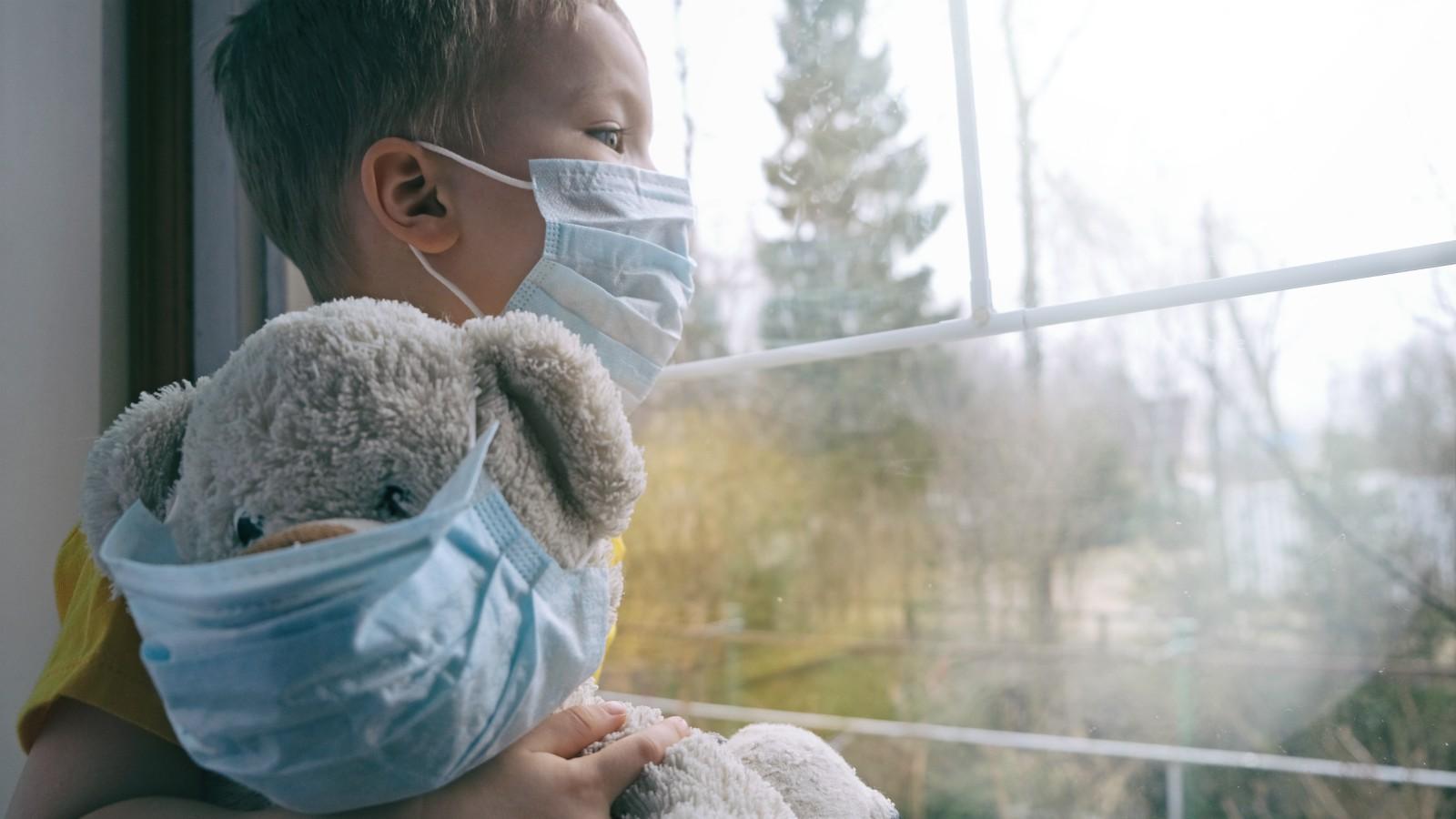 Raffreddore e malanni: come comportarsi con i bambini quest'anno?