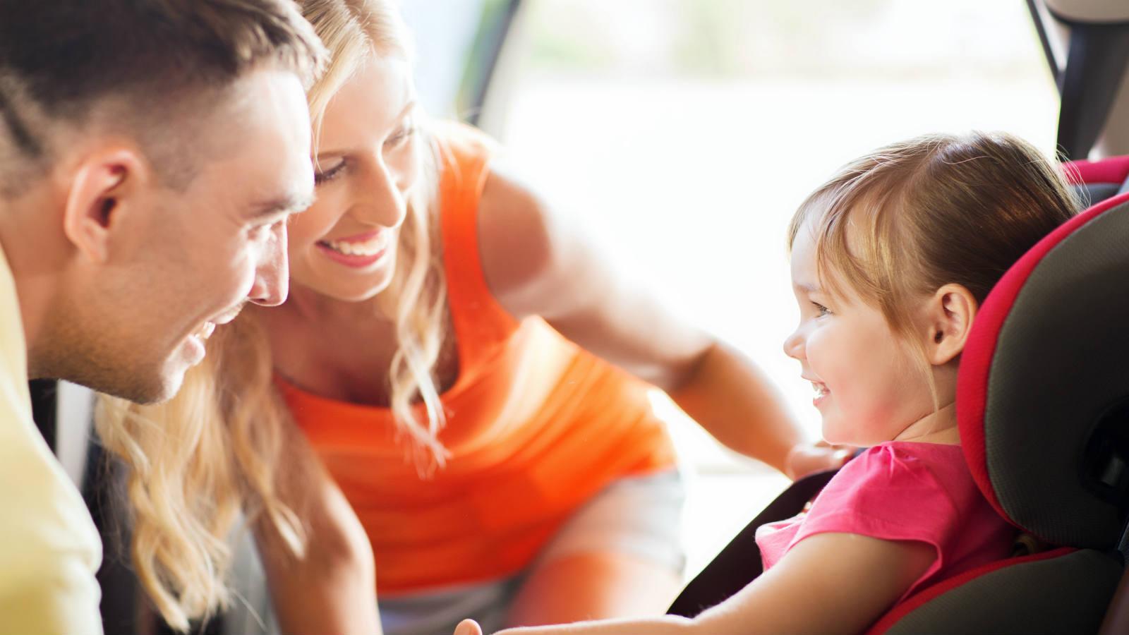 Nuove regole per viaggiare in auto con i bambini
